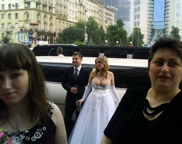 russian-wedding-cleavage-fail