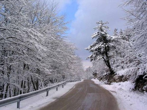Νέα επιδείνωση του καιρού – Χιόνια στην Πάρνηθα