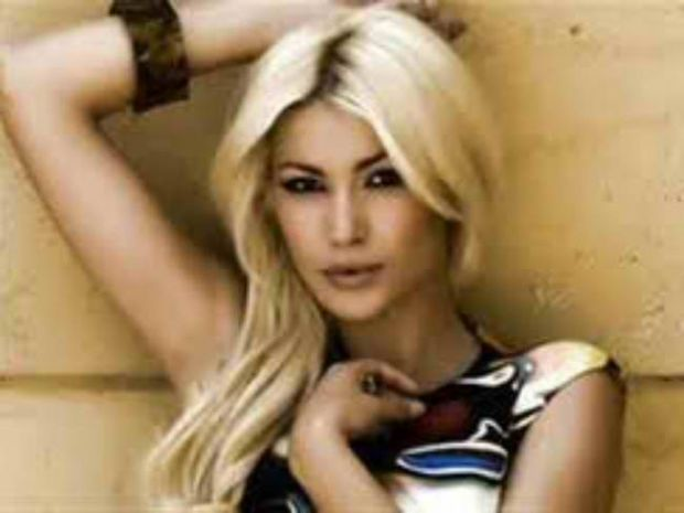 Δείτε τη sexy φωτογραφία της Κλέλια Ρένεση που αναστάτωσε το Facebook!