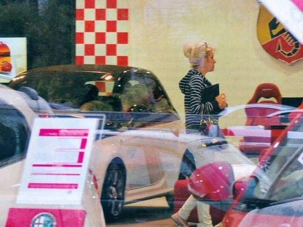 Ελένη Μενεγάκη: Η λατρεία για την ταχύτητα και η αγορά νέου αυτοκινήτου