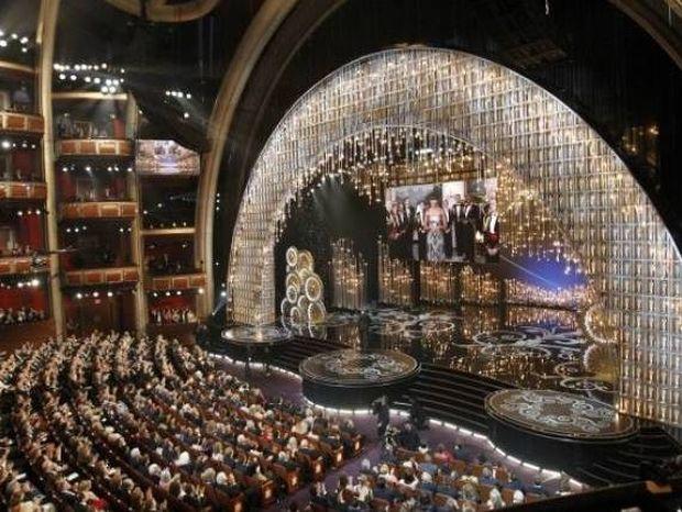 Όσκαρ 2013: Εμφάνιση έκπληξη της Michelle Obama στα βραβεία!