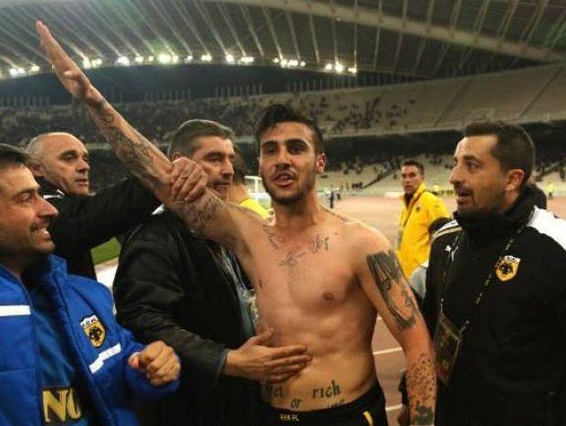Χρυσή Αυγή για Κατίδη: Ο ποδοσφαιριστής χαιρέτησε εθνικιστικά