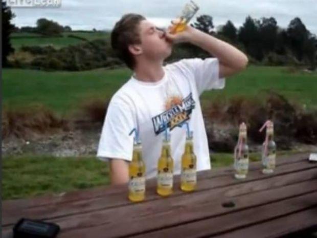 Βίντεο: Τι συμβαίνει αν πιείς 6 μπύρες σε 2 λεπτά;