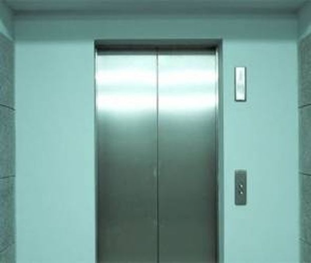 Κλείστηκε για 4 ημέρες στο ασανσέρ - Δείτε τι έγινε