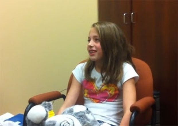 ΣΥΓΚΛΟΝΙΣΤΙΚΟ VIDEO: 10χρονο κωφό κορίτσι ακούει για πρώτη φορά τη φωνή του!