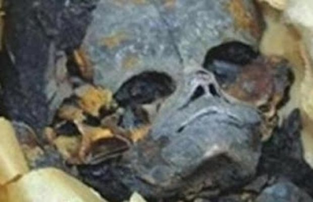 VIDEO: Μυστηριώδες πλάσμα στην Αίγυπτο θάφτηκε με τιμές Φαραώ