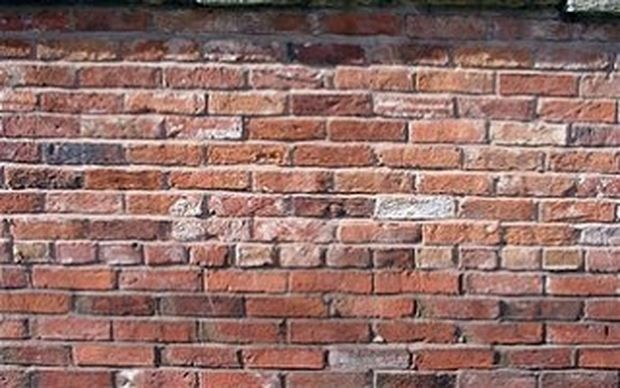 ΑΠΙΣΤΕΥΤΟ: Έχτισε στον τοίχο το νεκρό πατέρα του για να παίρνει την σύνταξή του!