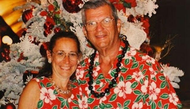 Το ζευγάρι που φοράει τα ίδια ρούχα εδώ και 30 χρόνια
