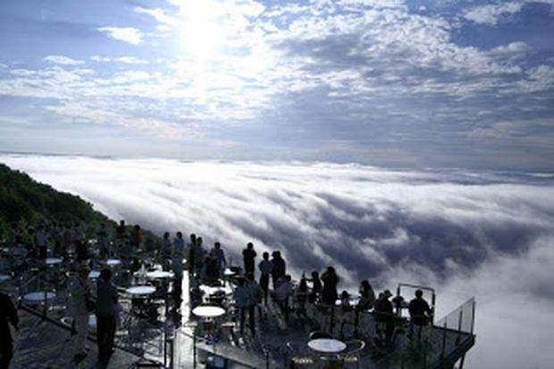 Η πιο μαγευτική «βεράντα» στο κόσμο! - Πάνω στα σύννεφα!
