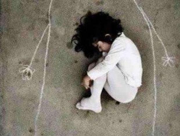 H φωτογραφία με το κοριτσάκι που συγκλονίζει