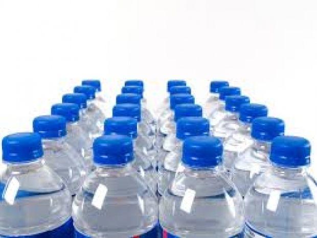 Πίνετε από πλαστικά μπουκάλια; Διαβάστε και ξανασκεφτείτε το!