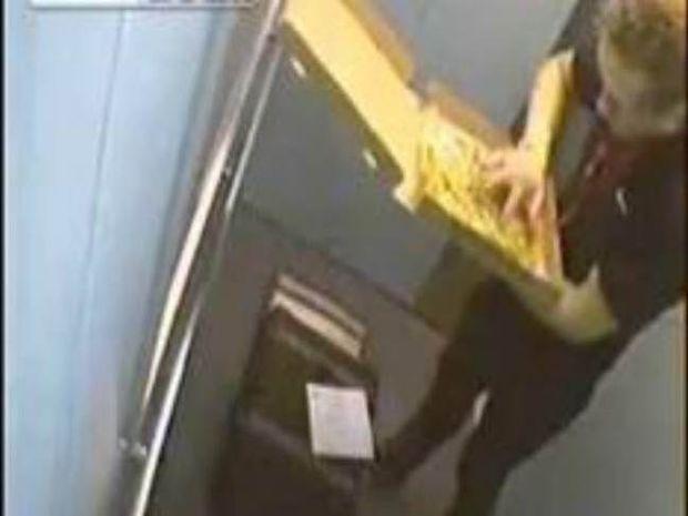 Βίντεο: Δείτε τι έκανε στην πίτσα ο ντελιβεράς προτού την παραδώσει!