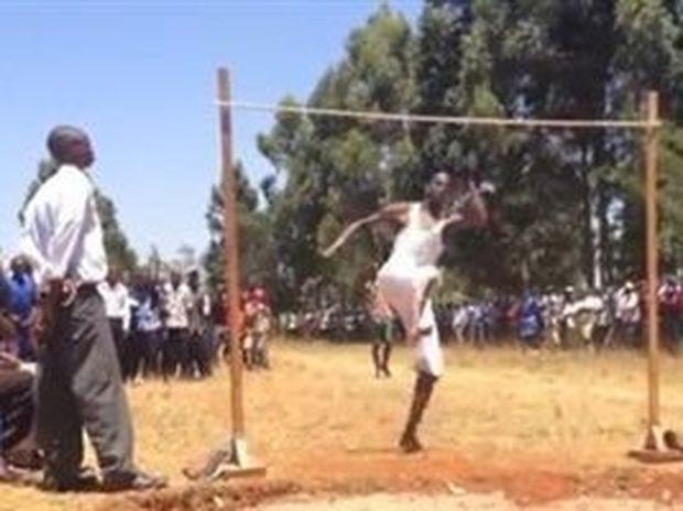 Έτσι κάνουν άλμα εις ύψος στην Κένυα!!