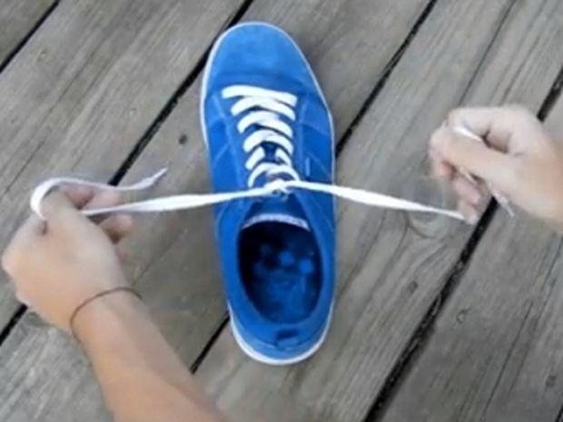 ΦΟΒΕΡΟ ΚΟΛΠΟ! Πώς να δέσετε τα κορδόνια σας σε 2 δευτερόλεπτα!