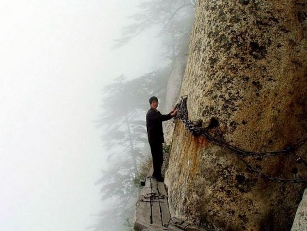 ΔΕΙΤΕ: Ένα από τα πιο τρομακτικά μονοπάτια του κόσμου
