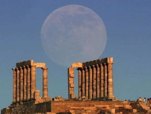 Κάνει τον γύρο του κόσμου το φεγγάρι του Ποσειδώνα στο Σούνιο!