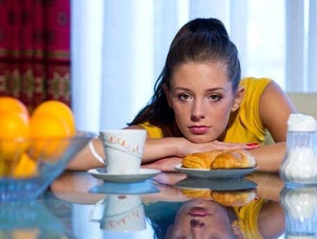 5 σημάδια που δείχνουν πως έχετε έλλειψη σε βιταμίνες και η διατροφή που συστήνεται