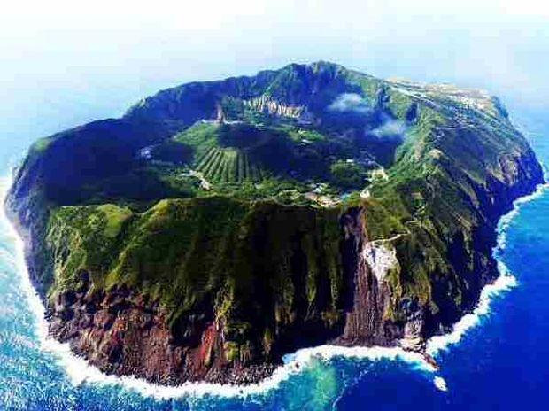 ΔΕΙΤΕ: Νησί-ηφαίστειο...Ένα παράξενο μέρος να ζεις!