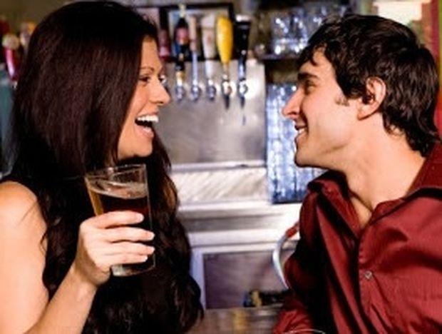 7 τραγικά λάθη που κάνουν οι γυναίκες όταν φλερτάρουν
