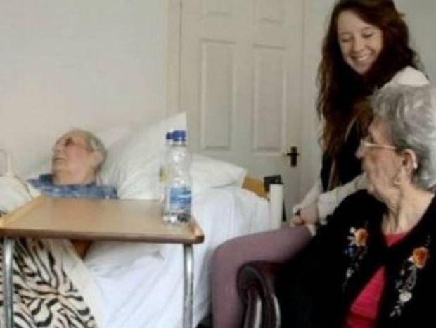 Κατέγραψε τις τελευταίες στιγμές του παππού της και βραβεύτηκε… Δείτε το συγκινητικό βίντεο!