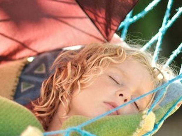 9+1 κόλπα για δροσερό ύπνο χωρίς κλιματισμό