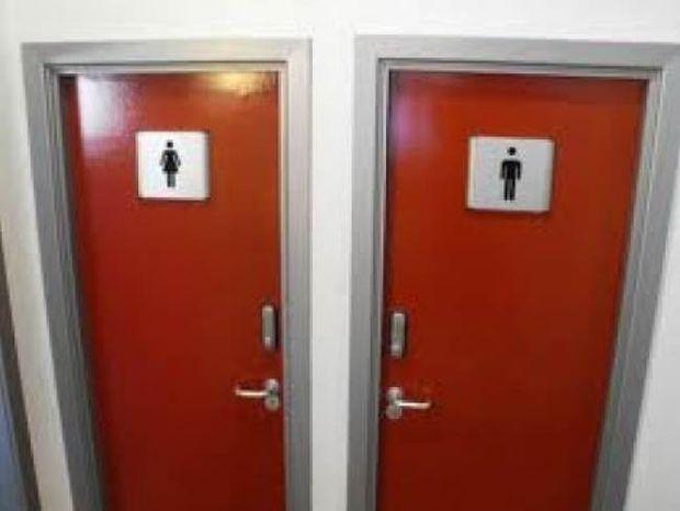 Άνοιξαν την τουαλέτα και έπαθαν σοκ με αυτό που είδαν