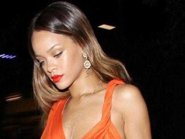 ΔΕΙΤΕ: Νέο look για τη Rihanna!