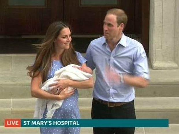 Βίντεο: Η πρώτη εμφάνιση του μωρού με τον Ουίλιαμ και την Κέιτ