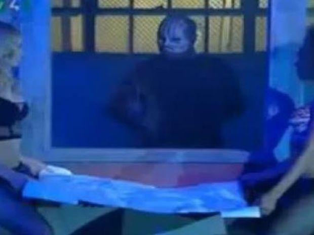Μαγικό! Περνάει με άνεση μέσα από γυάλινο παράθυρο!