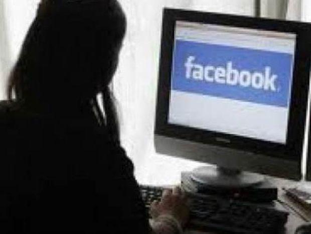 Σάλος με blog: «Κλέβει» τολμηρές φωτογραφίες Ελληνίδων από το Facebook
