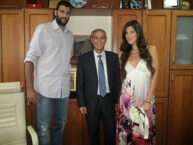 Νυμφεύθηκε ο Μπουρούσης την κόρη του Ψωμιάδη (photos)