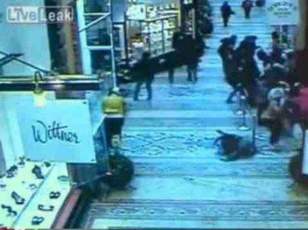 Βίντεο που σοκάρει: Η στιγμή που έπεσε από οροφή 15 μέτρων