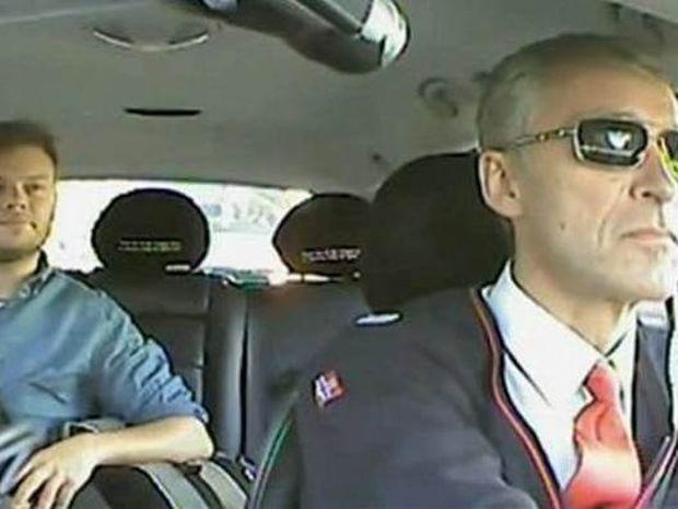 Δεν μπορούσαν να φανταστούν ότι ο ταξιτζής ήταν...ο Πρωθυπουργός! (vid)