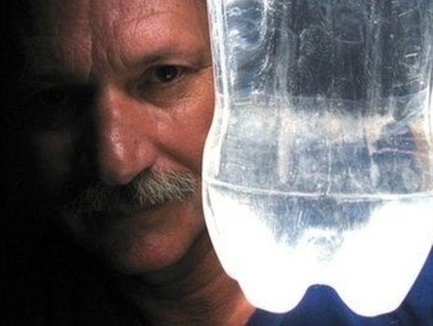 ΔΕΙΤΕ: Ένα λίτρο φως για τα φτωχά σπίτια του κόσμου
