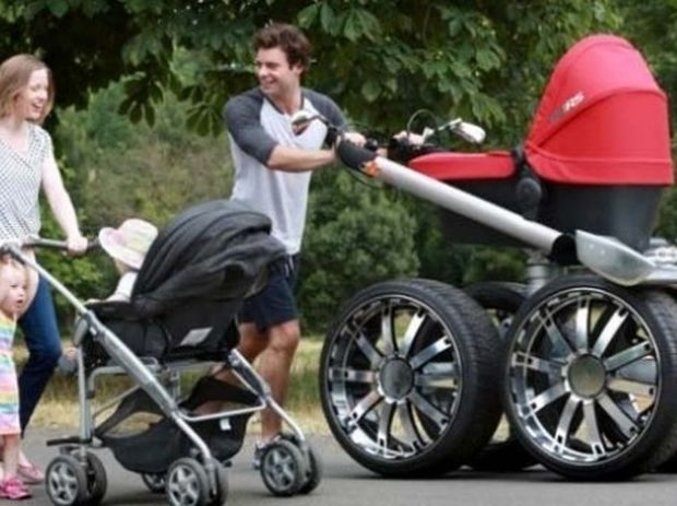 Καρότσι για άντρες! Για να μην ντρέπεται πλέον ο μπαμπάς να βγάλει βόλτα το μωρό!
