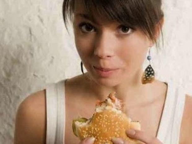 Προσοχή: αυτές οι τροφές βλάπτουν το δέρμα μας!