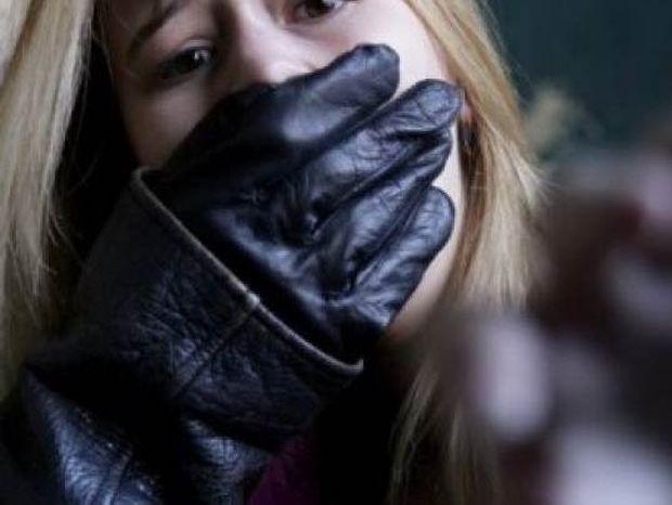 ΣΟΚ: 26χρονη τουρίστρια καταγγέλλει ότι βιάστηκε ομαδικά στη Βόνιτσα!