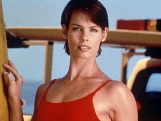 Δείτε πως είναι σήμερα η Stephanie του Baywatch σε ηλικία 50 ετών