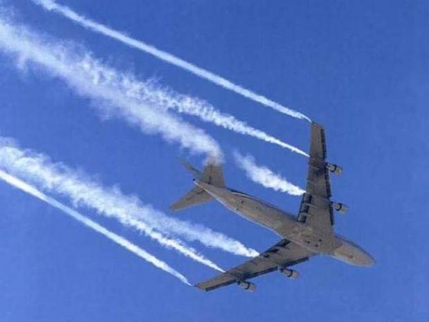 Βίντεο: Έλληνας πιλότος «Σας ψεκάζουμε σαν κατσαρίδες»