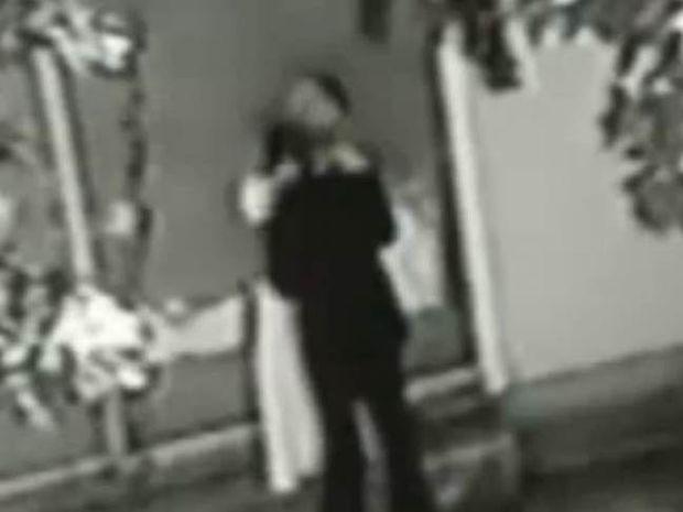 Βίντεο: Η νύφη απατά τον γαμπρό με τον κουμπάρο στο τραπέζι του γάμου!