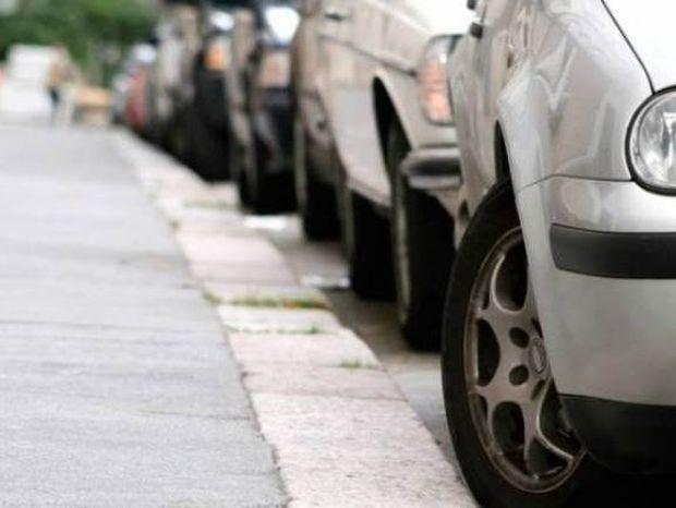 Δείτε τη φωτογραφία που σαρώνει: Μόνο ο Έλληνας οδηγός έτσι!
