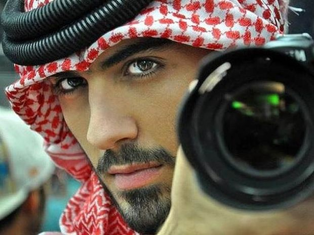 Αυτός είναι ο άνδρας που απέλασαν επειδή είναι πολύ όμορφος (pics)