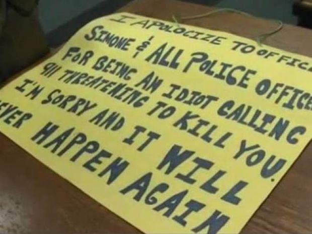 Απίστευτο: Το δικαστήριο του επέβαλε να φορέσει πλακάτ που έγραφε...