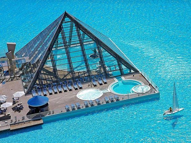 Δεν φαντάζεστε πώς είναι η μεγαλύτερη πισίνα του κόσμου!