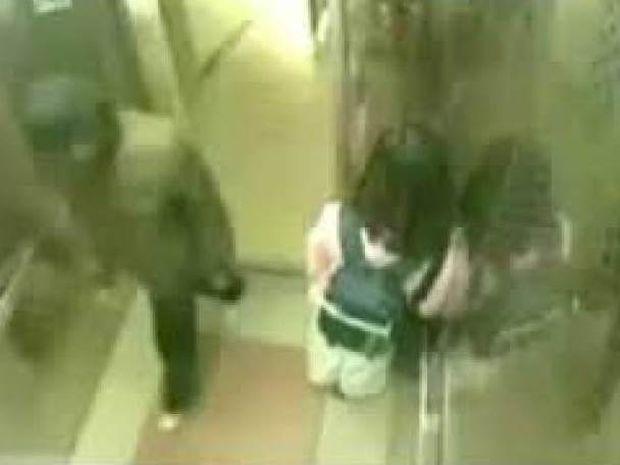 ΚΑΛΑ ΝΑ ΠΑΘΕΙ! Πιτσιρίκα τσάκισε στο ξύλο επίδοξο βιαστή μέσα σε ασανσέρ