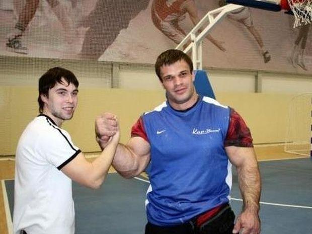Τελικά ο Hulk υπάρχει! Ζει στην Ουκρανία και έχει τα πιο αφύσικα μεγάλα χέρια που έχετε δει ποτέ!