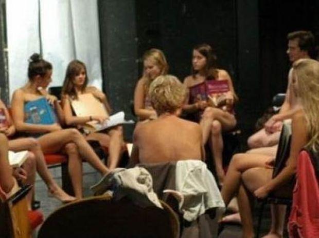 Αυτό ήταν μάθημα! Φοιτητές πήγαν γυμνοί για μάθημα!