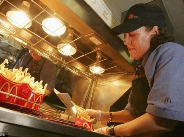 Εργαζόμενοι σε Fast Food αποκαλύπτουν τι δεν θα έτρωγαν ποτέ από το μενού!