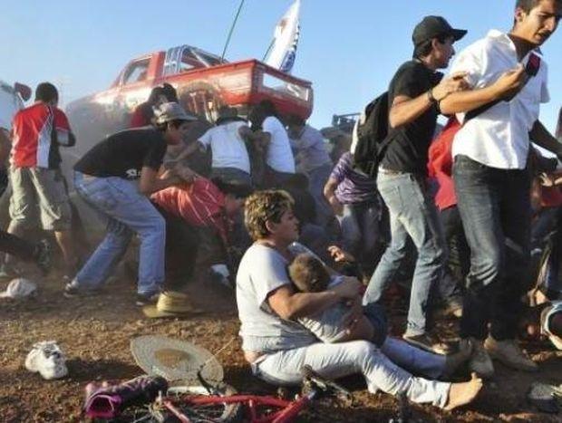 Τραγωδία με οχτώ νεκρούς σε αγώνα αυτοκινήτου στο Μεξικό (βίντεο)