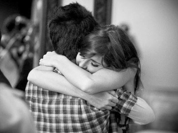 Γιατί μια αγκαλιά κρατάει 3 δευτερόλεπτα;